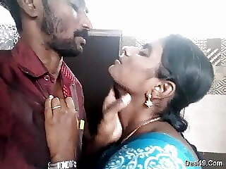 Tamil aunty kissing show indian tamil kissing