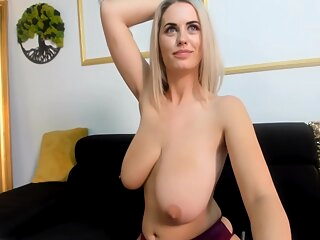 Alexsis Pulls down her Panties amateur big ass big tits